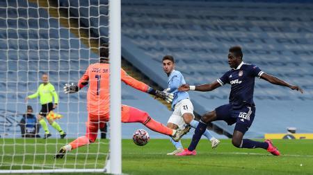 Striker Manchester City, Ferran Torres, mencetak gol pembuka ke gawang Olympiacos dalam pertandingan Liga Champions, Selasa (3/11/20). - INDOSPORT