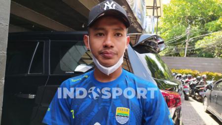 Gelandang Persib, Beckham Putra Nugraha ditemui di Graha Persib, Jalan Sulanaja, Kota Bandung, Selasa (3/11/20). - INDOSPORT