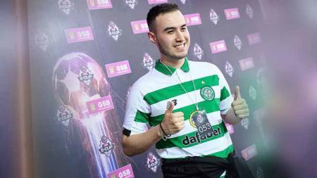 Pemain eSports berdarah Indonesia-Belanda, Yos Sonneveld alias Indominator, resmi menyudahi kontraknya dengan tim sepak bola Skotlandia, Celtic FC. - INDOSPORT