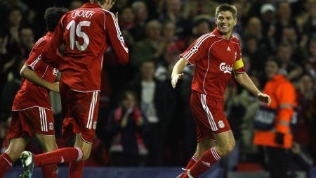 Selebrasi Steven Gerrard usai mencetak gol untuk Liverpool dalam pertandingan Liga Champions kontra Besiktas, 6 November 2007. - INDOSPORT