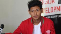 Indosport - Penggawa Timnas Indonesia U-19, Salman Alfarid selepas menjalani karantina langsung turut dalam latihan bersama tim Elite Pro Academy (EPA) Persija