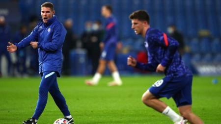Asisten pelatih Chelsea, Anthony Barry menjadi sosok kunci di balik keberhasilan The Blues mencetak lima Clean Sheets secara beruntun. - INDOSPORT