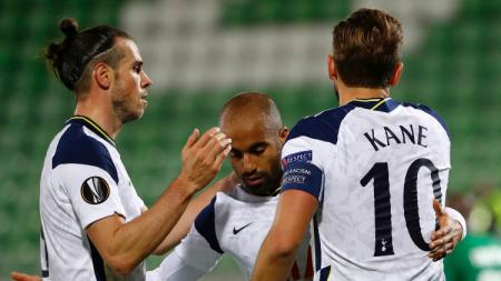 Lucas Moura merayakan golnya bersama Harry Kane dan Gareth Bale - INDOSPORT
