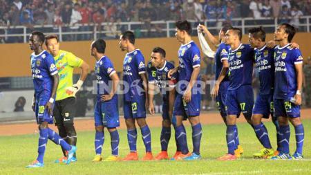 Penjaga gawang Persib Bandung, I Made Wirawan, mengaku banyak momen manis sejak pertama bergabung di musim 2012 hingga saat ini. - INDOSPORT