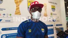 Indosport - Pemain belakang Persib, Victor Igbonefo saat ditemui di Graha Persib, Jalan Sulanjana, Kota Bandung, Selasa (03/11/2020).