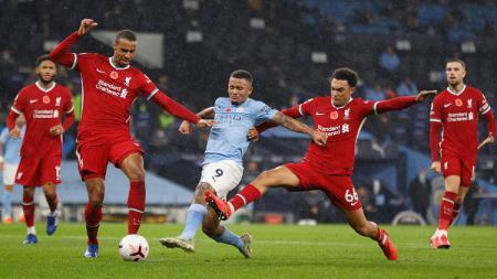 Pertandingan Liga Inggris antara Manchester City vs Liverpool, Minggu (08/11/20) berakhir imbang. - INDOSPORT