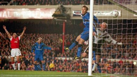 Pemandangan laga Liga Inggris antara Arsenal vs Manchester United, 9 November 1997. - INDOSPORT