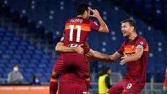 Indosport - Selebrasi Pedro Rodriguez saat merayakan bersama rekan satu timnya Edin Dzeko dan Henrik Mkhitaryan usai mencetak gol.