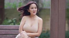 Indosport - Tante Ernie terlihat seksi dan bugar.