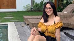 Indosport - Tante Ernie menjadi sorotan publik karena mengunggah video joget TikTok bersama Bude Sumiyati.