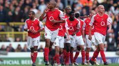 Indosport - Ekspresi Thierry Henry usai mencetak gol untuk Arsenal dalam pertandingan Liga Inggris kontra Tottenham Hotspur, 13 November 2004.