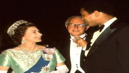 Muhammad Ali dan Ratu Elizabeth II. - INDOSPORT