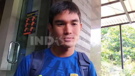 Pemain belakang Persib Bandung, Zalnando, mengaku sering sharing dengan beberapa rekan setimnya diantaranya dengan Kim Jeffrey Kurniawan dan Nick Kuipers. - INDOSPORT