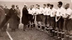 Indosport - Laga persahabatan antara Inggris vs Italia yang tersohor dengan sebutan The Battle of Highbury, 14 November 1934.