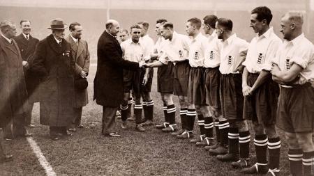 Laga persahabatan antara Inggris vs Italia yang tersohor dengan sebutan The Battle of Highbury, 14 November 1934. - INDOSPORT