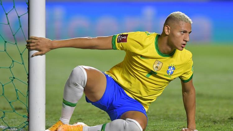 Ekspresi kecewa pemain Brasil, Richarlison, gagal mencetak gol lawan Venezuela Copyright: (Photo by Nelson Almeida-Pool/Getty Images)