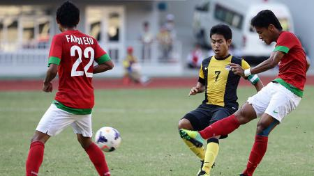 Yandi Sofyan (kanan) saat membela Timnas Indonesia vs Malaysia di SEA Games 2013 - INDOSPORT
