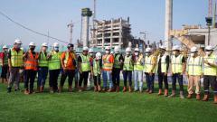 Indosport - Gubernur DKI Anies Baswedan meresmikan Lapangan Latih Jakarta International Stadium (JIS), Senin (28/12/20).