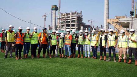 Gubernur DKI Anies Baswedan meresmikan Lapangan Latih Jakarta International Stadium (JIS), Senin (28/12/20). - INDOSPORT