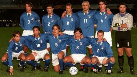 Skuat Italia dalam pertandingan play-off Piala Dunia 1998 kontra Rusia, 15 November 1997. - INDOSPORT