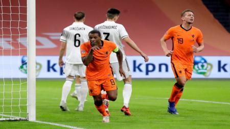 Selebrasi Georginio Wijnaldum usai mencetak gol bagi Belanda ke gawang Bosnia - INDOSPORT