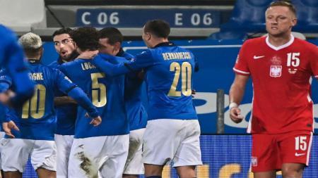 Para pemain Italia merayakan gol Jorginho - INDOSPORT