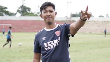 Pelatih Akademi PSM Makassar, Eric Saputra - INDOSPORT