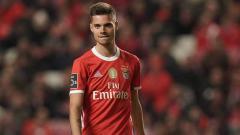 Indosport - Benfica langsung mematok harga usai pemain mereka, Julian Weigl, menjadi rebutan tiga raksasa Serie A Liga Italia, Inter Milan, AC Milan, dan Juventus.