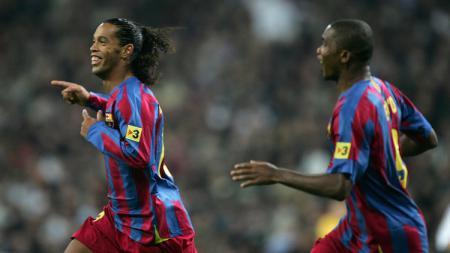 Selebrasi Ronaldinho usai mencetak gol untuk Barcelona dalam pertandingan LaLiga Spanyol kontra Real Madrid, 19 November 2005. - INDOSPORT