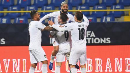Para pemain Italia merayakan gol kemenangan atas Bosnia dalam lanjutan UEFA Nations League - INDOSPORT