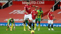 Indosport - Proses gol penalti Manchester United yang dicetak Bruno Fernandes ke jala West Brom dalam pertandingan Liga Inggris, Minggu (22/11/20) dini hari WIB.