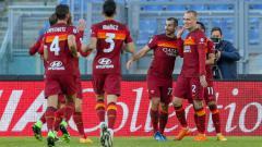 Indosport - Henrikh Mkhitaryan ditawarkan sang agen Mino Raiola ke AC Milan. Pasalnya, ia diketahui punya hubungan buruk dengan pelatih anyar AS Roma, Jose Mourinho.