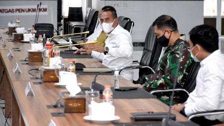 Gubernur Sumut, Edy Rahmayadi, saat memimpin rapat koordinasi terkait kelanjutan pembangunan Sport Center Sumut - INDOSPORT