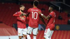 Indosport - Bruno Fernandes, Marcus Rashford dan Fred merayakan gol Manchester United atas Istanbul Basaksehir