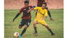 Indosport - Ichsan Kurniawan, gelandang Muba Babel United saat sesi latihan.