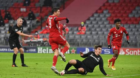 Pemain Bayern Munchen, Robert Lewandowski, membobol gawang Salzburg dalam pertandingan Liga Champions, Kamis (26/11/20) dini hari WIB. - INDOSPORT