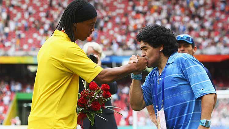Diego Maradona dan Ronaldinho. Copyright: Alexander Hassenstein/Getty Images