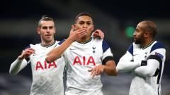 Indosport - Pemain Tottenham Hotspur, Carlos Vinicius, merayakan golnya ke gawang Ludogorets bersama Gareth Bale dan Lucas Moura pada pertandingan Liga Europa, Jumat (27/11/20) dini hari WIB.