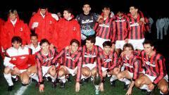 Indosport - Skuat AC Milan berpose usai menjuarai Piala Super Eropa, 29 November 1990.