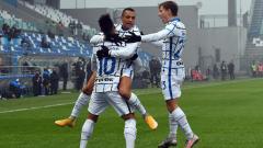 Indosport - Selebrasi para pemain Inter Milan usai gawang Sassuolo kebobolan