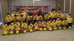 Indosport - Peserta Youth Fun Juggling Competition 2020 asal Sumsel unjuk kebolehannya.