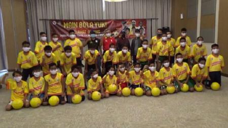 Peserta Youth Fun Juggling Competition 2020 asal Sumsel unjuk kebolehannya. - INDOSPORT