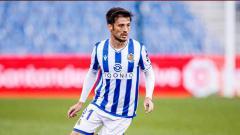 Indosport - Di saat David Silva tampil gemilang membawa Real Sociedad ke puncak klasemen LaLiga Spanyol, Manchester City tertahan di peringkat 8 Liga Inggris. Ada apa?