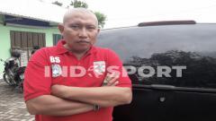 Indosport - Bambang Suryo kini mendirikan pembinaan sepak bola usia dini.