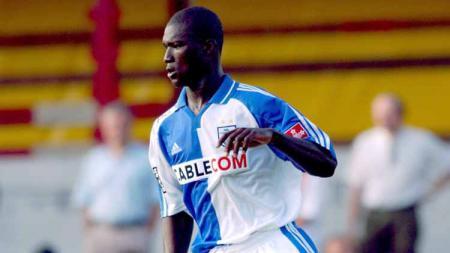 Papa Bouba Diop, pemain klub Grasshopper Zurich. - INDOSPORT