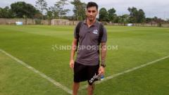 Indosport - Gustavo Chena saat berada di Training Center Lestarindo Soccerfield, Boyolali, Minggu (29/11/20) sore.