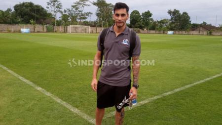 Gustavo Chena saat berada di Training Center Lestarindo Soccerfield, Boyolali, Minggu (29/11/20) sore. - INDOSPORT