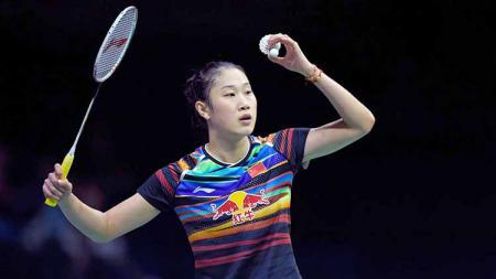 Jawara Singapore Open 2015 asal China di sektor tunggal putri, yaitu Sun Yu yang kini banting setir menjadi wasit setelah pensiun dari bulutangkis. - INDOSPORT