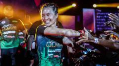 Indosport - Priscilla Hertati Lumban Gaol selaku petarunga MMA wanita andalan Indonesia