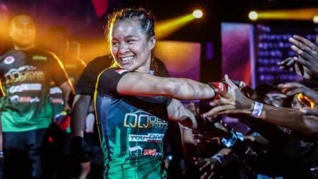 Priscilla Hertati Lumban Gaol selaku petarunga MMA wanita andalan Indonesia - INDOSPORT